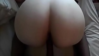Fucked her missionary till she cummed on my dick