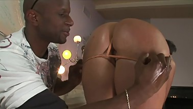 VANNAH STERLING - BIG ASS CHEATING HOUSEWIFE CANT RESIST GIANT BLACK COCK